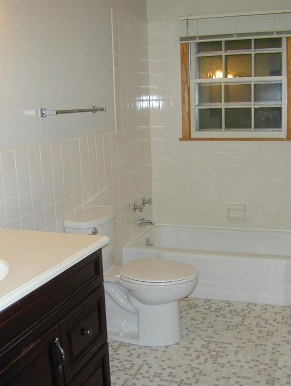 Bathroom (1 of 2 total)