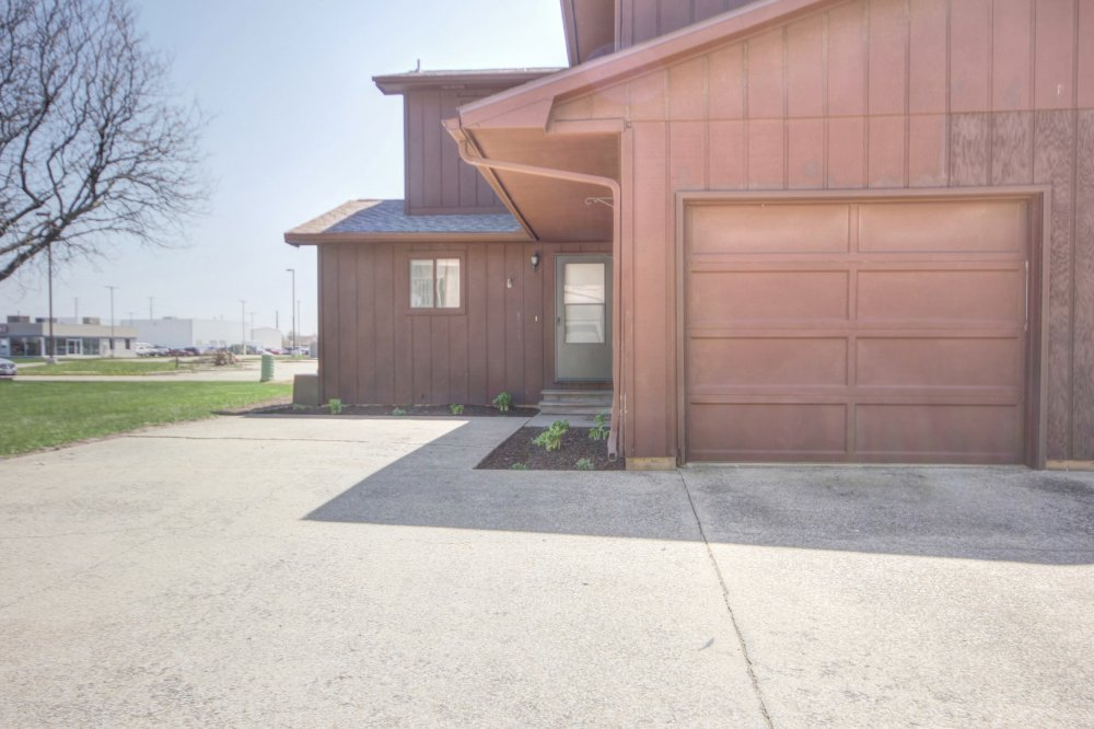 202-burwash-ave-savoy-il-61874_photo_11