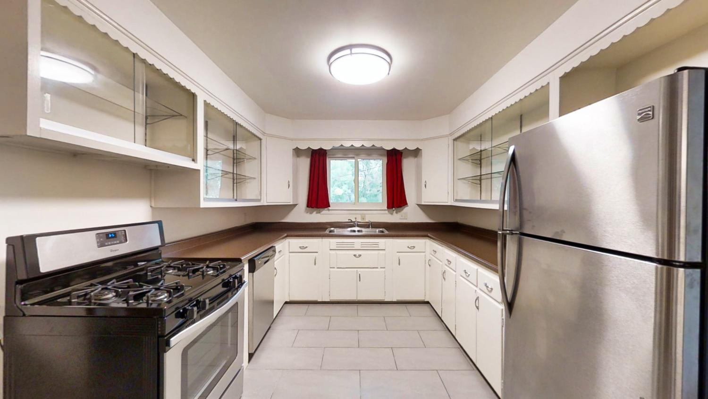 801-S-Elm-Blvd-Champaign-IL-large-021-033-Kitchen3-1500x844-72dpi