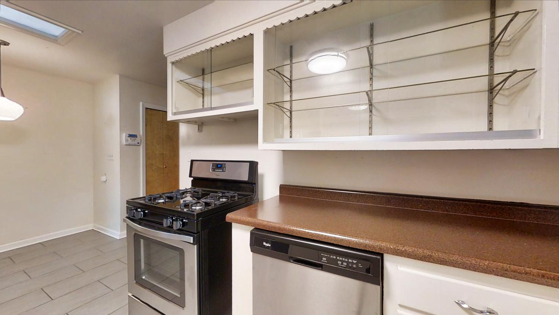 801-S-Elm-Blvd-Champaign-IL-large-023-038-Kitchen-1500x844-72dpi
