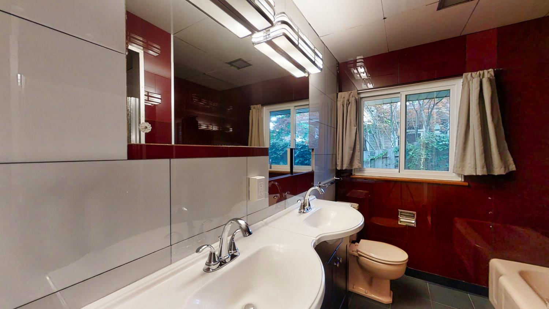 801-S-Elm-Blvd-Champaign-IL-large-025-012-Bathroom1-1500x844-72dpi