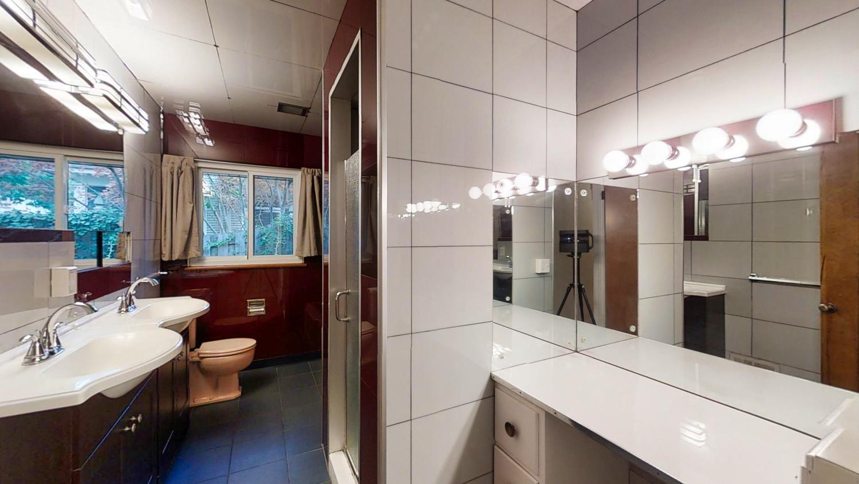 801-S-Elm-Blvd-Champaign-IL-large-026-014-Bathroom2-1500x844-72dpi