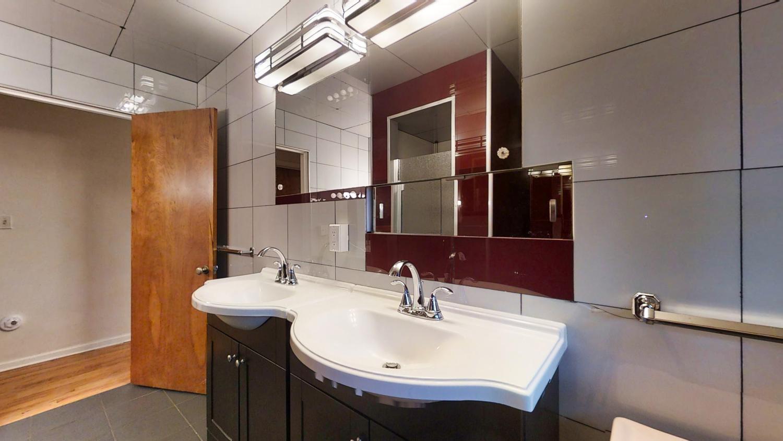 801-S-Elm-Blvd-Champaign-IL-large-027-015-Bathroom-1500x844-72dpi