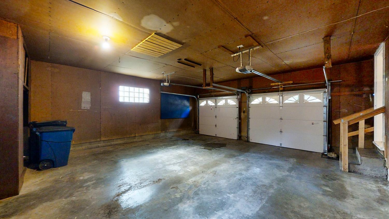 801-S-Elm-Blvd-Champaign-IL-large-051-022-Garage1-1500x844-72dpi